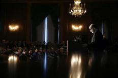 """<p>Председатель Федеральной резервной системы США Бен Бернанке выступает на конференции в Федеральном резервном банке Чикаго 15 мая 2008 года. Рубрика """"Работа и карьера"""" - это краткие практические советы от журнала Harvard Business Review и сайта HBR.org (http:\\www.hbr.org). Мнения, высказанные в статье, не являются мнением редакции Рейтер. REUTERS/John Gress</p>"""