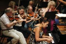 <p>Orquestra da Câmara de Israel durante ensaio no Museu de Tel Aviv. A orquestra deverá provocar fortes emoções na Alemanha no ano que vem, quando tocar uma peça de Richard Wagner, o compositor favorito de Hitler. 20/10/2010 REUTERS/Nir Elias/Arquivo</p>