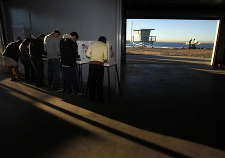 People vote at a polling station on Venice Beach in Los Angeles, California, November 2, 2010. REUTERS/Lucy Nicholson