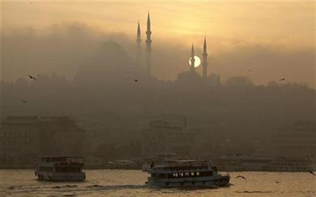 The Ottoman era Suleymaniye mosque is covered by fog as the sun sets in Istanbul, November 25, 2009. REUTERS/Murad Sezer
