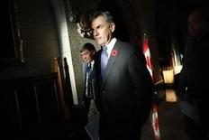 <p>Environment Minister Jim Prentice (C) leaves after speaking to journalists in the foyer of the House of Commons on Parliament Hill in Ottawa November 2, 2010. REUTERS/Chris Wattie</p>