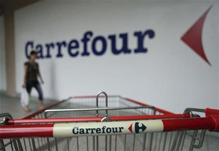 A customer walks past a Carrefour outlet in Kuala Lumpur September 1, 2010. REUTERS/Bazuki Muhammad