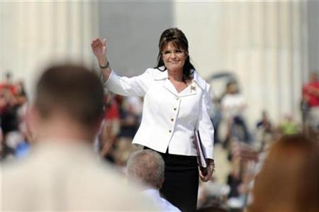 Sarah Palin greets the crowd as she stands on the steps in front of the Lincoln Memorial to address supporters at TV commentator Glenn Beck's Restoring Honor rally on the National Mall, August 28, 2010. REUTERS/Jonathan Ernst
