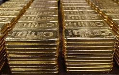 <p>Bars of 250 gram fine gold are stored at a plant of gold refiner and bar manufacturer Argor-Heraeus SA in the southern Swiss town of Mendrisio, November 13, 2008. REUTERS/Arnd Wiegmann</p>