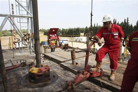 A worker stands on an oil rig belonging to Zion Oil & Gas in Karkur, northern Israel October 17, 2010. REUTERS/Nir Elias