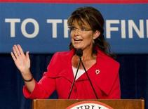 <p>Foto de archivo dede la ex candidata republicana a la vicepresidencia de Estados Unidos, Sarah Palin durante un mitin de su partido en Orlando, oct 23 2010. Un juez condenó el viernes a un estudiante universitario a un año y un día en un centro de readaptación por piratear la cuenta de correo electrónico de la ex candidata republicana a la vicepresidencia de Estados Unidos, Sarah Palin. REUTERS/Scott Audette</p>