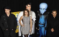 """<p>Актера, озвучившие героев мультфильма """"Мегамозг"""" (слева-направо) Брэд Питт, Тина Фей и Бен Стиллер, на премьере в Нью-Йорке 3 ноября 2010 года. Мозговой штурм в североамериканском прокате продолжается - вторую неделю подряд анимационная комедия """"Мегамозг"""" становится самым кассовым фильмом, обгоняя таких конкурентов, как """"Неуправляемый"""" и """"Впритык"""". REUTERS/Lucas Jackson</p>"""