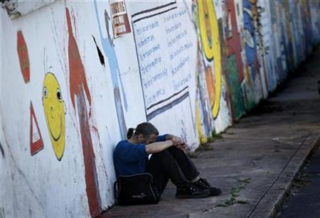 Drew Everhart, a homeless man, sits at the Urban Ministry soup kitchen in Charlotte, North Carolina, November 16, 2009. Since 1979, the Urban Ministry is the largest and oldest soup kitchen in Charlotte serving more than 300 meals a day. REUTERS/Carlos Barria
