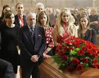 <p>Martha De Laurentiis (2nd R), widow of Italian film producer Dino De Laurentiis, stands with family members during funeral services for the producer in Los Angeles November 15, 2010. REUTERS/Reed Saxon/Pool</p>