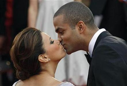 Actress Eva Longoria Parker kisses her husband Tony Parker at the 62nd Cannes Film Festival, May 15, 2009. REUTERS/Regis Duvignau