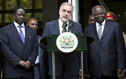 <p>International Criminal Court (ICC) chief prosecutor Luis Moreno-Ocampo addresses the media after meeting Kenya's President Mwai Kibaki (R) and Prime Minister Raila Odinga (L) in Kenya's capital Nairobi, November 5, 2009. REUTERS/Thomas Mukoya</p>