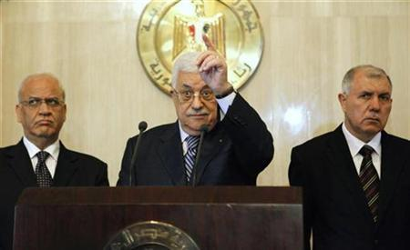 Palestinian President Mahmoud Abbas (C) gestures during a news conference with Barakat Al-Farra (R) the Palestinian Authority ambassador to Egypt, and Saeb Erekat (L), the Palestinian chief of the PLO Steering and Monitoring Committee after meeting with Egyptian President Hosni Mubarak at the presidential palace in Cairo November 21, 2010. REUTERS/Asmaa Waguih