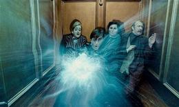 """<p>O ator Daniel Radcliffe é visto em cena do filme """"Harry Potter e as Relíquias da Morte: Parte 1"""", foto divulgada à Reuters em 19 de novembro de 2010. REUTERS/Warner Bros. Pictures/Divulgação</p>"""