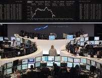 <p>Traders are pictured at their desks in front of the DAX board at the Frankfurt stock exchange November 23, 2010. REUTERS/Remote/Amanda Andersen</p>