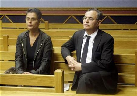 Fugitive U.S. millionaire Jacob ''Kobi'' Alexander sits with his wife Hanna, as he awaits the start of his extradition hearing in Windhoek, September 17, 2008. REUTERS/Stringer
