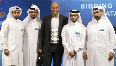 Qatar 2022 World Cup bid's new official ambassador Zinedine Zidane(C) poses for a picture with Bid officials during a news conference at the FIFA Inspection Tour in Doha September 16, 2010. REUTERS/Stringer