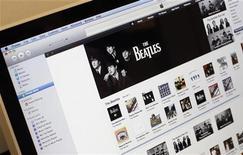 <p>Альбомы группы The Beatles в интернет-магазине iTunes, Нью-Йорк 16 ноября 2010 года. Онлайн-магазин iTunes продал более двух миллионов песен и 450.000 альбомов в цифровом формате легендарной британской группы The Beatles по всему миру за первую неделю, сообщила компания Apple. REUTERS/Mike Segar</p>