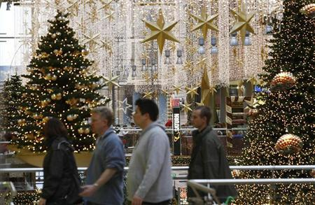 Shoppers walk among illuminated Christmas decorations in a shopping mall at Berlin's Potsdamer Platz December 1, 2009. REUTERS/Fabrizio Bensch
