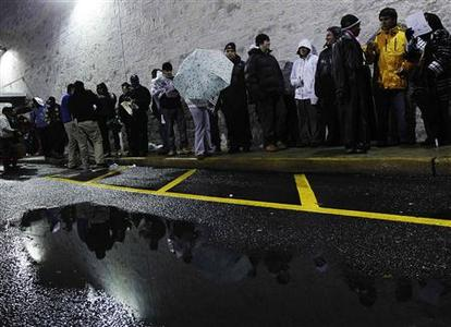 Shoppers line up for Black Friday sales outside the Best Buy electronics store in Westbury, New York November 26, 2010. REUTERS/Shannon Stapleton