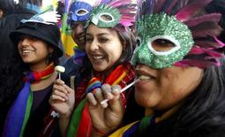 <p>Participants take part in a gay pride parade in New Delhi November 28, 2010. REUTERS/B Mathur</p>