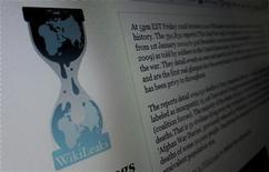 <p>Страница сайта Wikileaks.org на мониторе компьютера в Нью-Джерси 28 ноября 2010 года. Секретные американские документы, опубликованные в воскресенье сайтом WikiLeaks, дали редкое представление о содержании недипломатичных депеш от посольств США, в которых многие мировые лидеры описываются колкими эпитетами в неуважительной манере. REUTERS/Gary Hershorn</p>