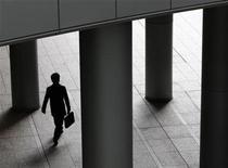 <p>A businessman walks past pillars in Tokyo December 14, 2009. REUTERS/Yuriko Nakao</p>