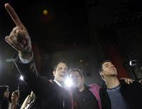 """<p>Актер Джонни Ноксвил, режиссер Джефф Треймейн и Стив-О (слева-направо) на премьере фильма """"Чудаки 3D"""" в Голливуде 13 октября 2010 года. Чудаки снова в обойме. В российский прокат выходит очередная коллекция бескомпромиссных трюков команды Джонни Ноксвила. REUTERS/Mario Anzuoni</p>"""