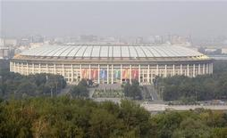 """<p>Вид на стадион """"Лужники"""" в Москве 17 августа 2010 года. Международная федерация футбола (ФИФА) на заседании в Цюрихе 2 декабря примет решение о том, где пройдут чемпионаты мира 2018 и 2022 года. REUTERS/Sergei Karpukhin</p>"""