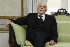 <p>Dutch-born 106-year-old German actor and singer Johannes Heesters poses during a photo call to promote his new movie, a biography, 'Johannes Jopi Heesters' in Munich December 16, 2009. REUTERS/Michaela Rehle</p>