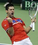 <p>Novak Djokovic comemora vitória contra Gael Monfils na final da Copa Davis, em Belgrado. 05/12/2010 REUTERS/Marko Djurica</p>