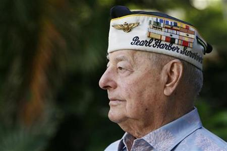 Pearl Harbor survivor Louis Conter poses for the camera at the Hale Koa hotel in Honolulu, Hawaii December 4, 2010.REUTERS/Hugh Gentry
