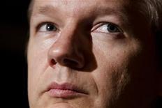 <p>Основатель WikiLeaks Джулиан Ассанж на пресс-конференции в Женеве 4 ноября 2010 года. Полиция Великобритании во вторник арестовала основателя скандально известного сайта WikiLeaks Джулиана Ассанжа на основании европейского ордера, выданного Швецией. REUTERS/Valentin Flauraud</p>
