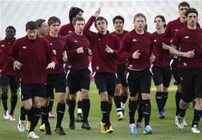 """<p>Игроки """"Рубина"""" на тренировке в Афинах 19 октября 2010 года. """"Копенгаген"""" и казанский """"Рубин"""" посоревнуются за выход из группы D в финальный этап Лиги чемпионов во вторник, когда сыграют против """"Панатинаикоса"""" и """"Барселоны"""" соответственно. REUTERS/John Kolesidis</p>"""