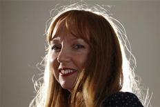 <p>Сьюзан Филипц позирует фотографам, Лондон 6 декабря 2010 года. Сьюзан Филипц стала первым звуковым художником, выигравшим премию Тернера.REUTERS/Andrew Winning</p>