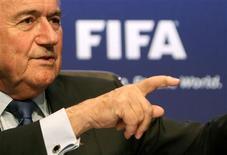 <p>Presidente da Fifa, Joseph Blatter, rejeitou acusações de corrupção na Fifa após as escolhas de Rússia e Catar para sediar as Copas do Mundo de 2018 e 2022. REUTERS/Arnd Wiegmann</p>