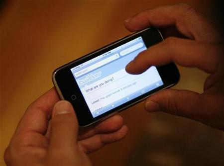 A Twitter page is displayed on an Apple iPhone in Los Angeles in this October 13, 2009 file photo. REUTERS/Mario Anzuoni