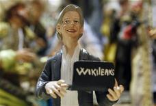 <p>Julian Assange, le fondateur de WikiLeaks, sera peut-être seul en prison à Londres mais dans la crèche de Noël de Naples il est en bonne compagnie avec Jésus, Marie et Joseph. /Photo prise le 6 décembre 2010/REUTERS/Ciro De Luca</p>