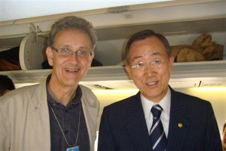 United Nations Chief Correspondent Patrick Worsnip, pictured with U.N. Secretary-General Ban Ki-moon on the way home from a trip to Haiti in March 2009. The photo was taken by Voice of America correspondent Margaret Besheer. REUTERS/Handout