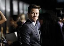 """<p>El actor Mark Wahlberg durante el estreno de """"The Fighter"""" en el teatro chino Grauman en Hollywood, dic 6 2010. Tras más de cuatro años de trabajo incesante para realizar la película """"The Fighter"""" y de entrenamiento en un cuadrilátero de boxeo para encajar en el papel, Mark Wahlberg cambió sus rutinas de vida. REUTERS/Mario Anzuoni</p>"""
