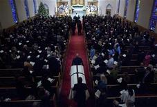 <p>Pall-bearers wheel in the casket of Elizabeth Edwards for her funeral in Raleigh, North Carolina on December 11, 2010. REUTERS/Robert Willett/Pool</p>