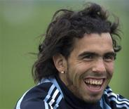 <p>Milan não tem condições financeiras para tentar a contratação do atacante argentino Carlos Tevez, disse o executivo-chefe do clube italiano. REUTERS/Enrique Marcarian</p>