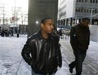 <p>Rapper Ja-Rule arrives at Manhattan Criminal Court for a hearing in New York March 4, 2009. REUTERS/Lucas Jackson</p>