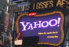 <p>Imagen de archivo del logo de Yahoo! en Times Square en Nueva York. Oct 19 2010 Yahoo Inc planea despedir a más de 600 empleados a partir del martes, dijeron el lunes dos fuentes con conocimiento de la situación. REUTERS/Brendan McDermid/ARCHIVO</p>
