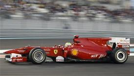 """<p>Пилот """"Феррари"""" Фелипе Масса во время квалификации """"Гран-при Абу-Даби"""" 13 ноября 2010 года. Минувший сезон в автогонках класса """"Формула 1"""" для Фелипе Массы был так плох, как будто вместо себя он отправил в """"Феррари"""" своего брата, сказал президент команды Лука ди Монтеземоло. REUTERS/Ahmed Jadallah</p>"""