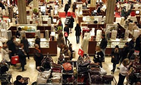Holiday shoppers browse Macy's department store in New York City, December 6, 2010. REUTERS/Mike Segar