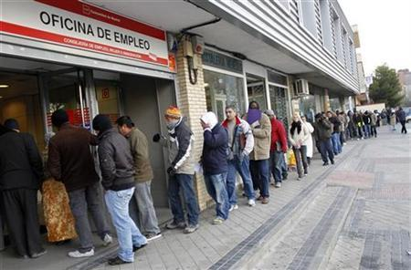 People wait in line to enter a government job centre in Madrid December 2, 2010. REUTERS/Juan Medina