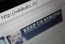 <p>Imagen de archivo de la página web de Wikileaks junto a una foto de su creador Julian Assage. Dic 4 2010 La Fuerza Aérea de Estados Unidos bloqueó el acceso a sus empleados a sitios web de medios que publican documentos de WikiLeaks, incluyendo el New York Times y The Guardian. REUTERS/Pascal Lauener/ARCHIVO</p>