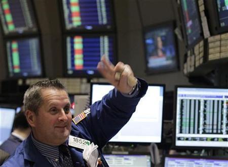 Traders work on the floor of the New York Stock Exchange, November 29, 2010. REUTERS/Brendan McDermid