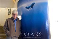"""<p>Produtor e diretor francês Jacques Perrin durante entrevista para o filme """"Oceanos"""" em Paris. 05/12/2010 REUTERS/Gonzalo Fuentes</p>"""