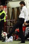 <p>Leonardo teve sua primeira experiência como treinador no Milan.29/08/09 REUTERS/Alessandro Garofalo</p>
